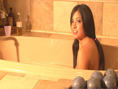 Cierra Spice shows her naked body in the tub