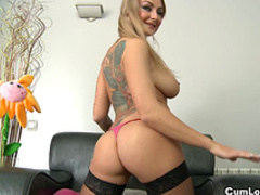 Spicy blonde love to feel cum in her mouth