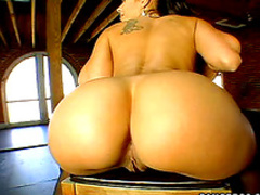 Big oiled up booties!