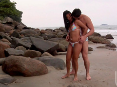 Outdoor brunette Nicolle Bittencourt fucks on the beach