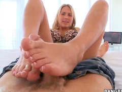 Alanah Rae shows footjob talents