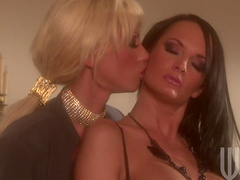 Alektra Blue is licking nipples and puss of Tanya James