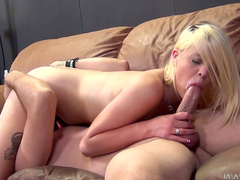 Hot babe Dallas makes a sloppy deepthroat blowjob