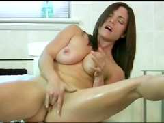 Milf fingers box in bathroom