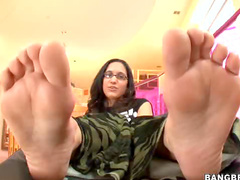 Sticky footjob from glasses girl