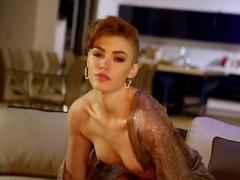 Glamorous babe Britt Linn poses naked