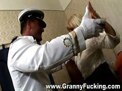 Granny fucking gets her pussy stretched
