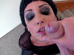 Jessica Jaymes gives a professional blowjob