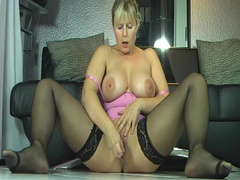 Milf squirts on the camera