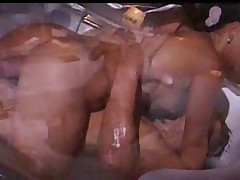French couple fuck in the bathtube