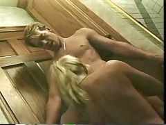 Syndee Coxx Sex in Cramped Bathroom