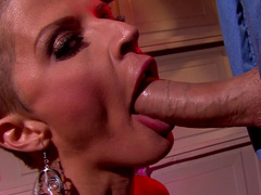 Joslyn James gives very deep blowjob
