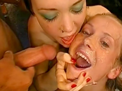 Blonde love to feel cum on her lips