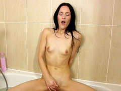 Carmel Cox washes her shaved pussy in the shower