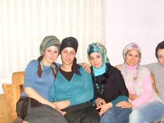 Slideshow of Arab ladies