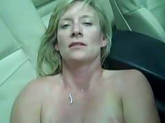 Blonde Jaguar Masturbates in Car with Phone Charge