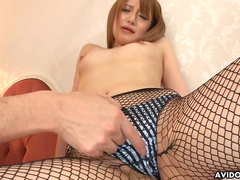 Japanese babe Shirosaki Mai gives a blowjob in the bedroom