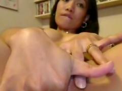 Amateur Asian cutie masturbates so aggressive