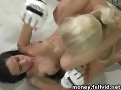 Naked  Girls Fighting