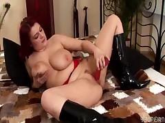 Solo fun with BBW redhead Kamila -