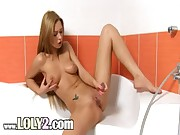 Shaved blondie babe dildoing in the bath