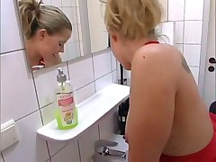 Anal in toilet