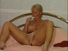 Mature strips to nothing and toys her cunt