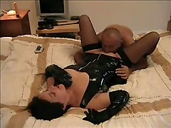 Oral sex with British amateur in black latex