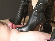 2 ladies in boots give a nice bootjob