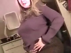 Chubby girl in pantyhose show her body on webcam